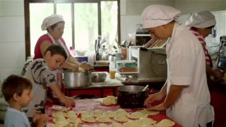"Documental Emprendimiento Comidas Caseras – ""Creer es Crear"""